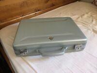 """Techair 17"""" Laptop Case, Silver, Good Condition"""