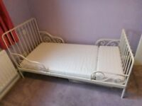 White extendable single bed
