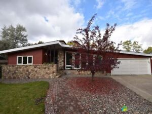 $649,900 - Bungalow for sale in St. Albert
