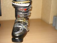 Ladies ski boots, used, size 4 Make Salomon Performa comes with extras carry bag and boot heaters