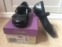 *Brand New* Clark's Shoes size 11F