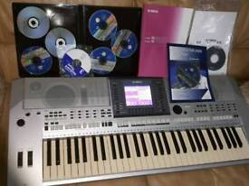YAMAHA PSR S700 WORKSTATION KEYBOARD -USB, MIC