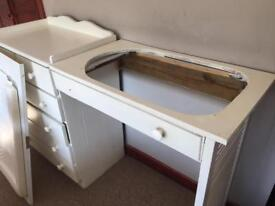 Chest of drawers and baby changing/bath attachment
