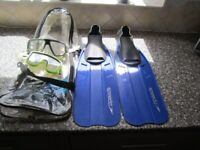 SPEEDO SNORKEL FINS FLIPPERS & 2 ODD MASKS - SIZE 8-10 UK