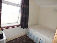 One nice semi double room rent at forest gate in Upton lane