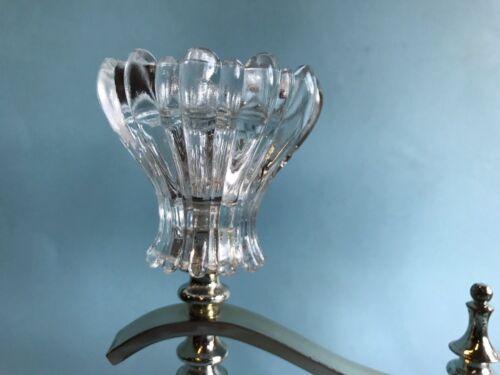 Kerzenständer flammig aus glas mit versilbertem fuß in
