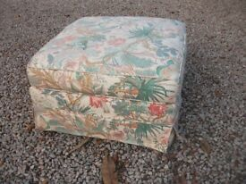 LOVELY FLORAL PATTERNED SQUARE FOOTSTOOL ON CASTORS COULD USE AS CHILD SEAT STOOL POUFE
