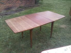 MEDIUM/LARGE SIZE EXTENDING WOODEN TABLE BY NATHAN - MID CENTURY VINTAGE