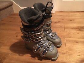 Salomon ski boots size 3