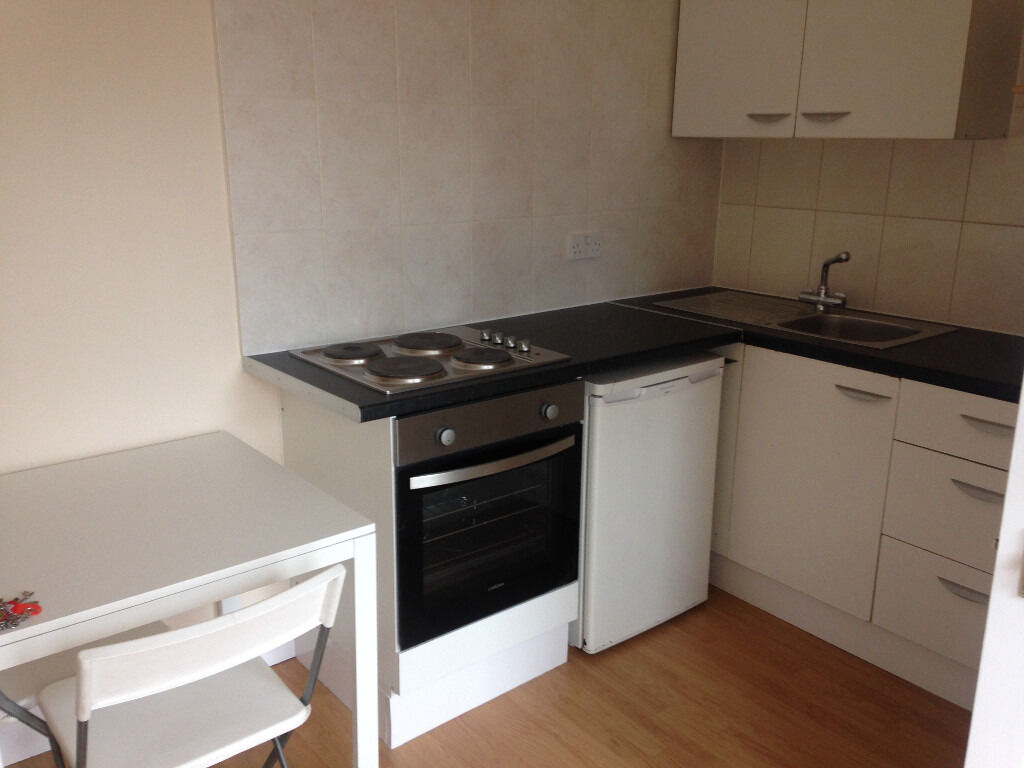 053T - WEST KENSINGTON - NEW AND MODERN ONE BEDROOM FLAT, BILLS INCLUDED - £295 WEEK