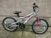 GIRLS, APOLLO PURE BIKE, IN EXCELLENT CONDITION IT HAS 6 GEARS, 20 inch Wheels