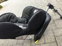 Maxi Cosi Priori car seat with isofix base included