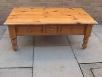 BEAUTIFUL SOLID PINE 3 DRAWERS COFFEE TABLE and VERY GOOD QUALITY