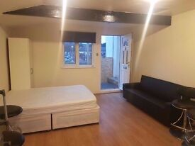 Walking Distance Studio From Bedfordshire University, Town Centre and Luton Train Station