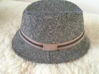 Classic women's hat