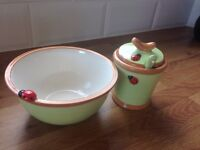 Cute bowls with spoons and matching design