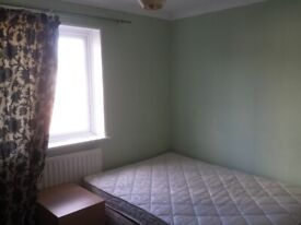 Double room in shared house. All bills inc. 1 week deposit. 5 min to Westfield