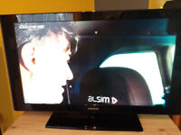 """Samsung 40"""" 1080p HD LCD Television with stand, remote & user manual"""