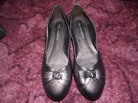 Ladies new bronze shoes