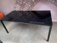 Extendable dining table - glass. black