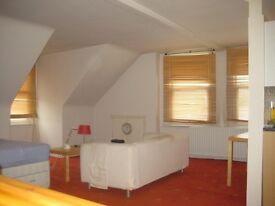 Very Large Room with private Kitchen- South Croydon - £110 p/w