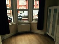 DSS ACCEPTED*** stunning super large 2 double bed flat in Kilburn* perfect location