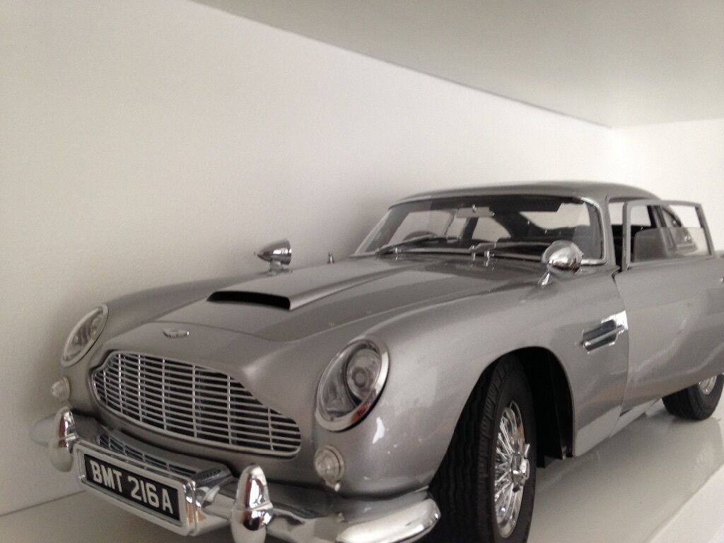 collectable james bond aston martin db5 1:8 scale model forsale
