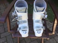 DYNAFIT WHITE SKI-BOOTS SIZE EU 5.5 or US 7. Used but plenty of wear left.