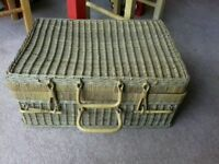 Wicker picnic hamper