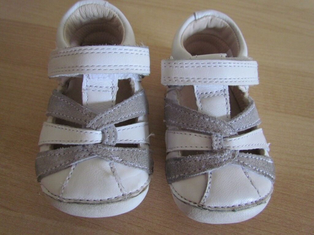 Clarkes - Small size 2 1/2 G (Euro 18) Leather first pre walkers - Little Mae