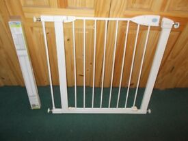 Lindum Pressure Door Or Stairs Use Gate Comes With Detatchable 7cm Extension To fit any opening