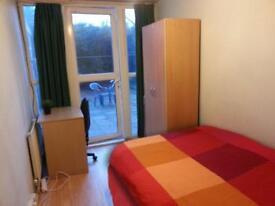 Lovely single Room with garden near Canary Wharf. 07706814372