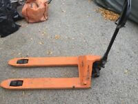 2.5 Ton Hand Pallet Pump Truck With Chock Standard Euro 2500KG Fork Lift Trolley