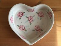 Emma bridgewater rose and bee heart baker ❤️🐝
