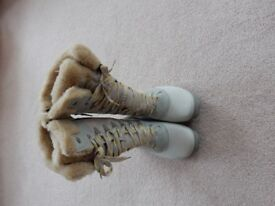 Merrell fur topped snowboots. Size 7.5 opti-warm unwanted gift worn once