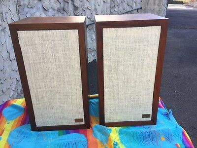 Beutiful Acoustic Research AR-3a Loudspeakers.Fully restored,recapped refinished
