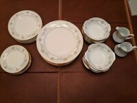 STUNNING NORITAKE GREEN HILL FINE BONE CHINA