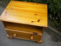 A VERY NICE PINE BEDSIDE TABLE WITH DRAW 30X24X24 INCHES