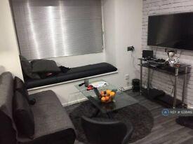 1 bedroom flat in Beardsley Way, London, W3 (1 bed) (#1238419)