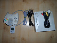 SEGA DREAMCAST CONSOLE WITH CABLES CONTROLLER AND VMU CARD