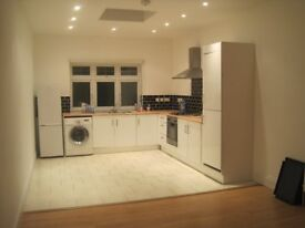 A lovely 2 Bedroom House with garden to rent in Mays Lane, Barnet
