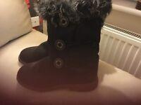 New black ladies boots