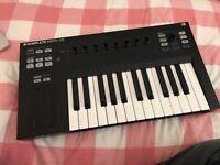 Native Instruments Komplete Kontrol S25 MIDI Keyboard *Like New*
