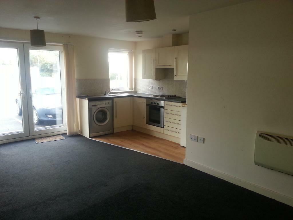 2 bedroom flat in wincebrook court, grimshaw lane, middleton, m24