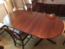 Mahogany wood D ended dining table. Excellent condition.