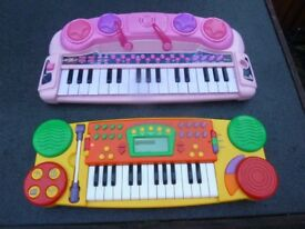2x kids musical keyboards.