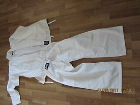 Kids karate suit size 00/120