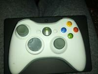 XBOX 360 WIRELESS CONTROLLER WITH AA BATTERY PACK