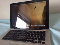 Macbook Pro 13-inch, i5, 4GB, 320GB HDD Pefect Condition