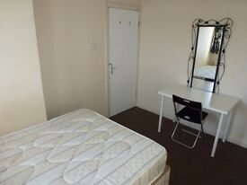 ZONE 2, 135PW, SINGLE WITH DOUBLE BED- NICE VIEWS -CANARY WHARF-